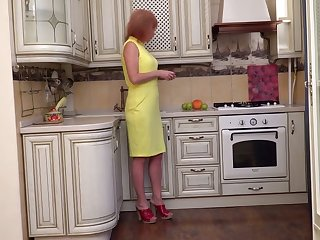 Full-grown lusty housewife Silvia wanna fingerfuck pussy on the floor