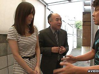 Two kinky dudes enjoys shaving Japanese puristic pussy of Saki Aiba