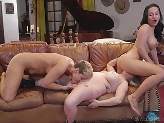 Full lesbian trio between Ryan Keely, Aiden Starr together with Crystal Rush