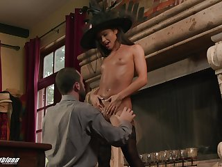 Seductive unfocused spreads wide be useful to the tidbit dong of her man