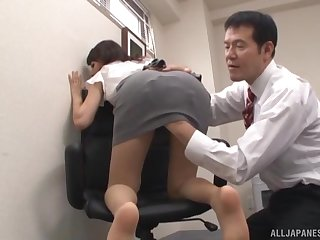 Horny office lady Imai Mayumi knows how to pleasure her boss